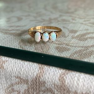 Jewelry - Vintage 15ct gold genuine opal ring